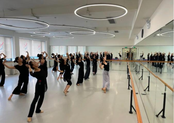 老年大学芭蕾舞